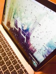 MacBook12インチ2017年モデルアンチグレアフィルムを貼った状態