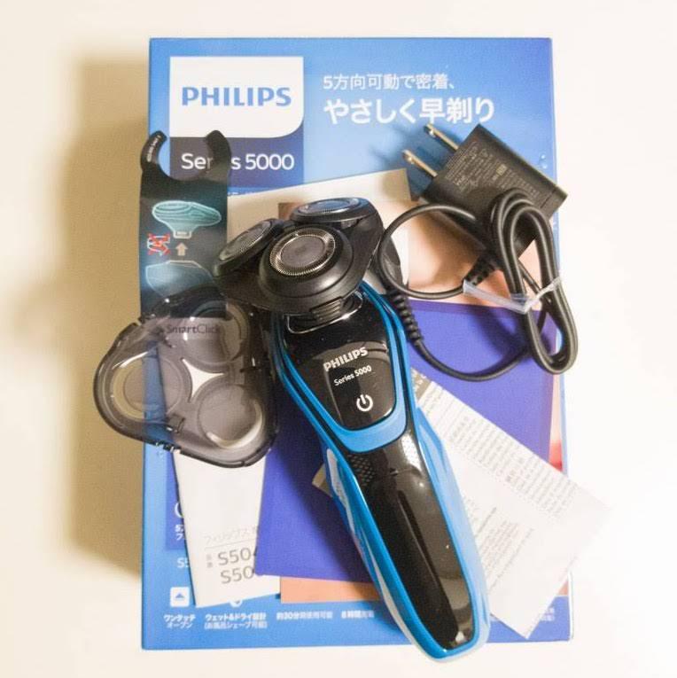 Philipsの髭剃り電動シェーバー「S5050」の内容物