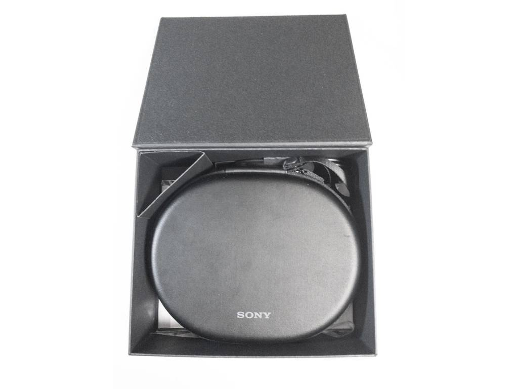 SONYのBluetoothヘッドホン「WH-1000XM2」中箱の中身。キャリングケースも有り