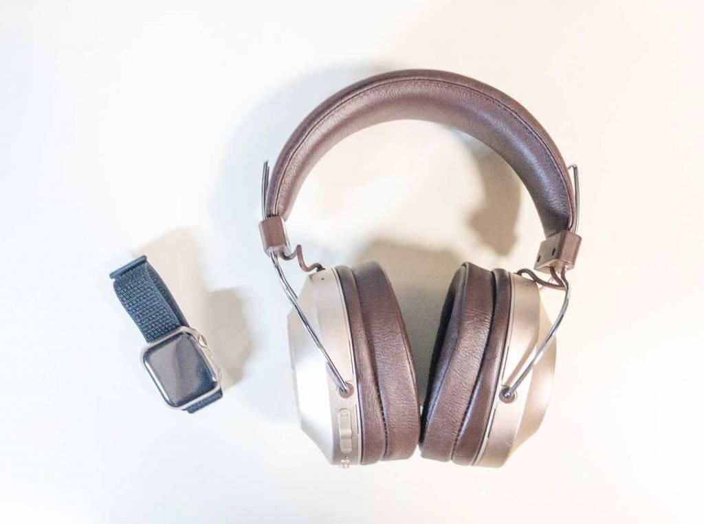 PioneerのノイズキャンセリングBluetoothヘッドホン「SE-MS9BN」とApple Watch