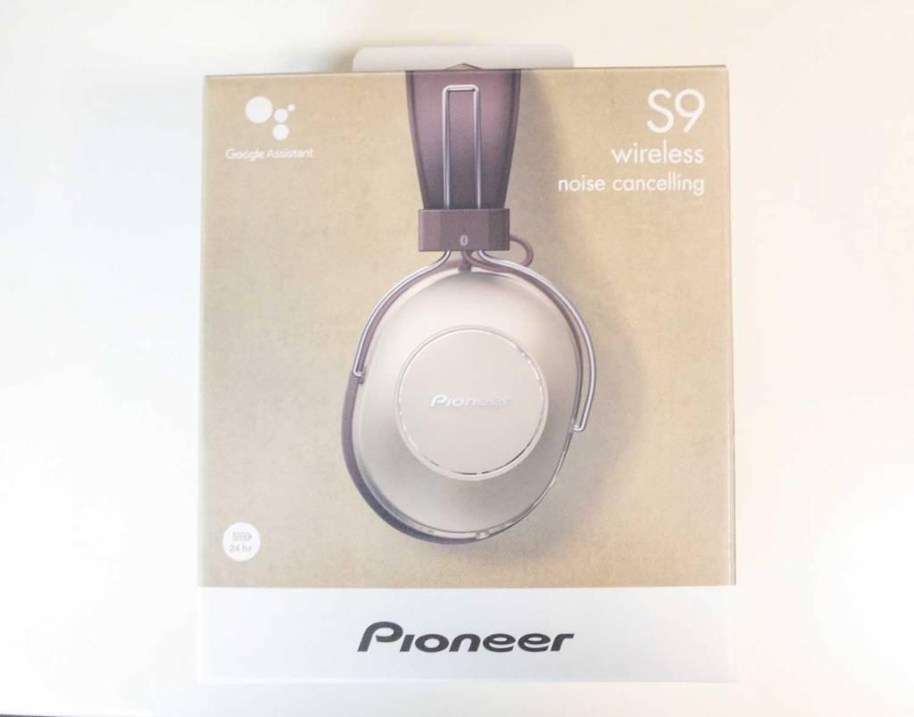 PioneerのノイズキャンセリングBluetoothヘッドホン「SE-MS9BN」のパッケージ表面