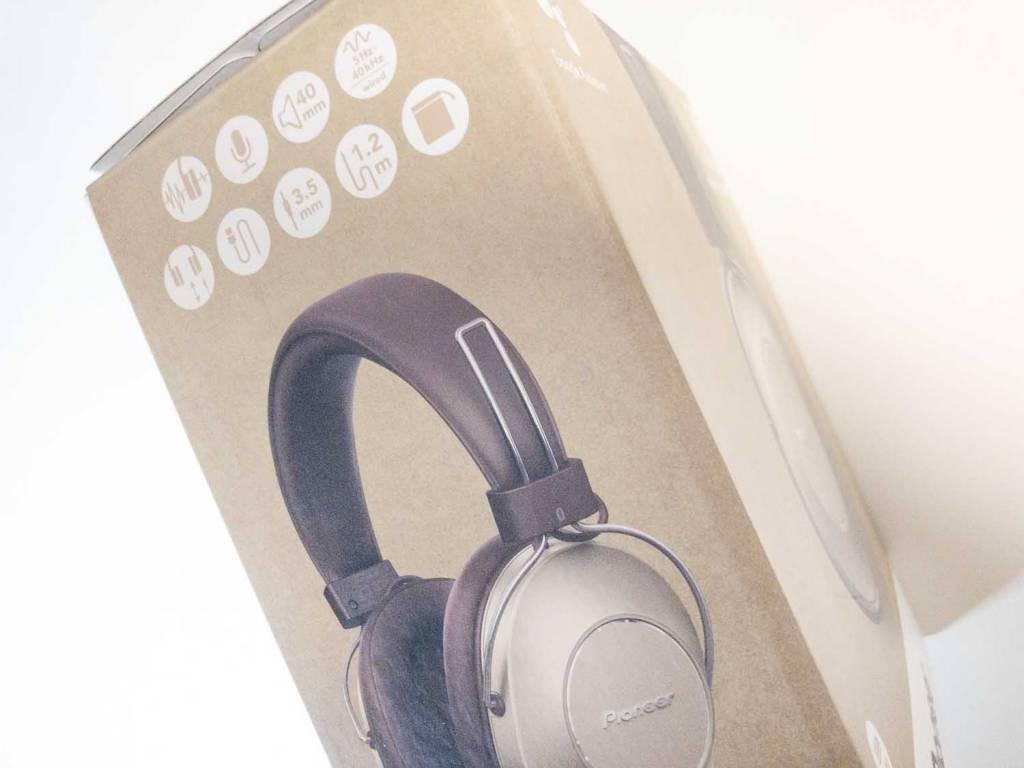 PioneerのノイズキャンセリングBluetoothヘッドホン「SE-MS9BN」のパッケージ側面