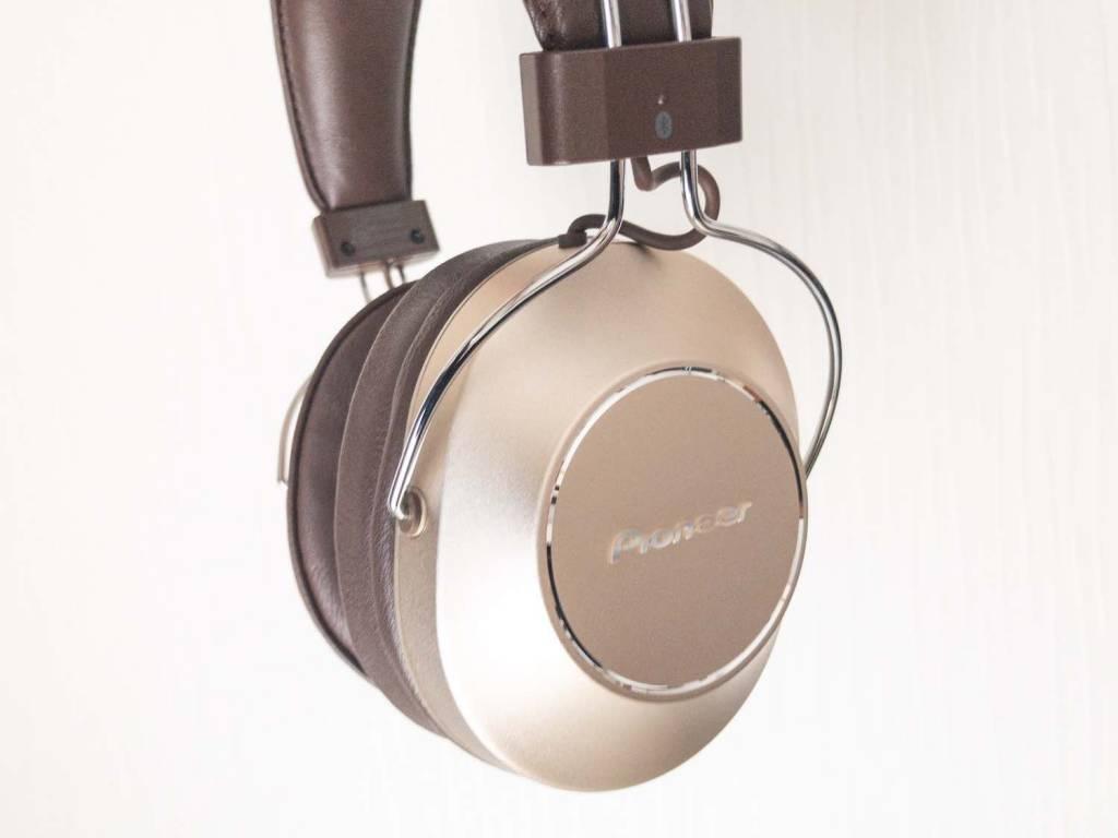 PioneerのノイズキャンセリングBluetoothヘッドホン「SE-MS9BN」サイド耳あて部分