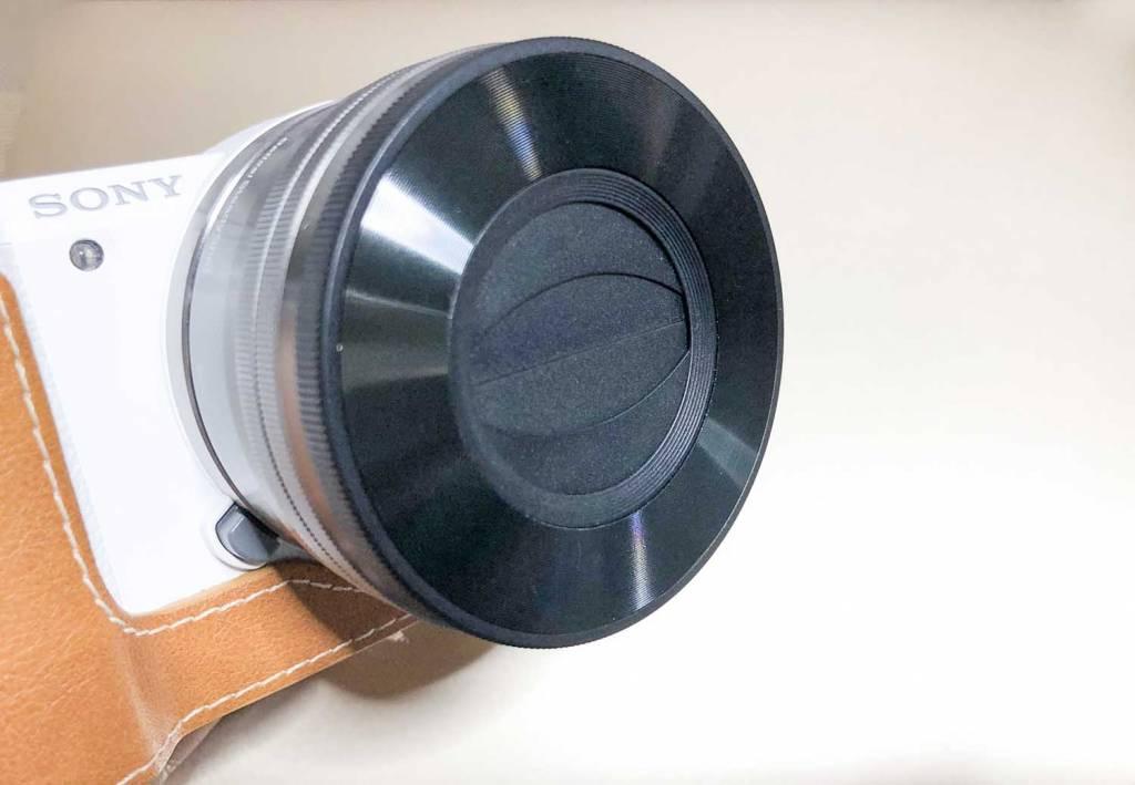 Sonyのミラーレス一眼α5100にオートレンズキャップjjc-pz16を装着した状態
