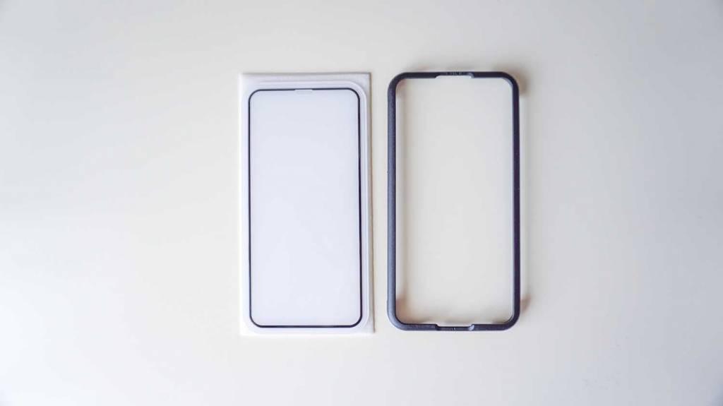 OAprodaのiPhoneX全面保護フィルムのガラスフィルムと貼り付け用ガイド