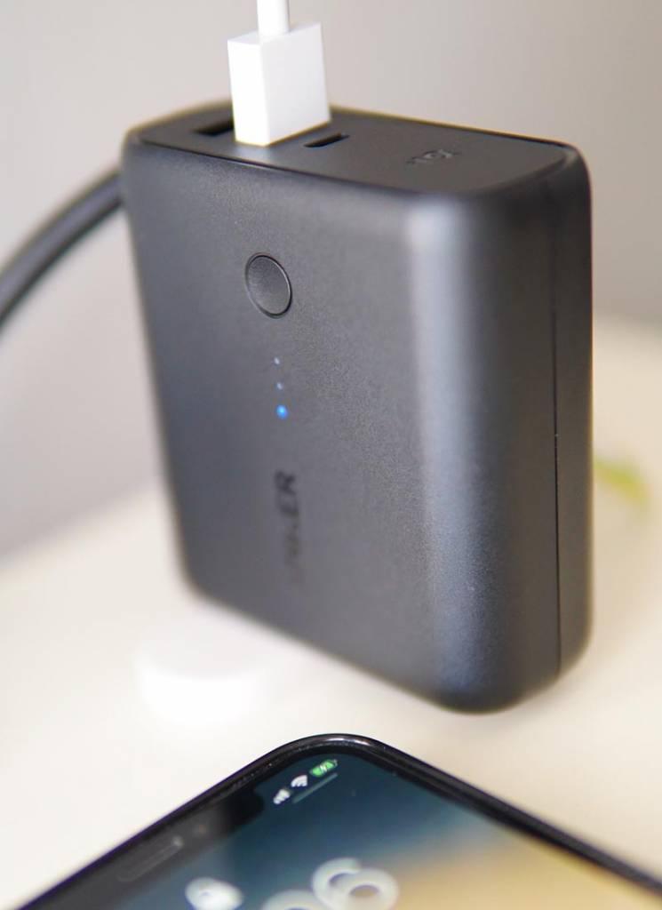 Anker PowerCore Fusion 5000でiPhoneを充電