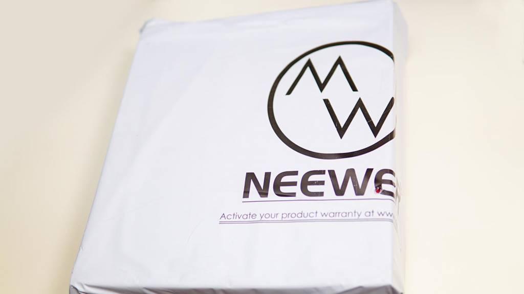 NeewerのLEDライト「NL-660」の梱包状態