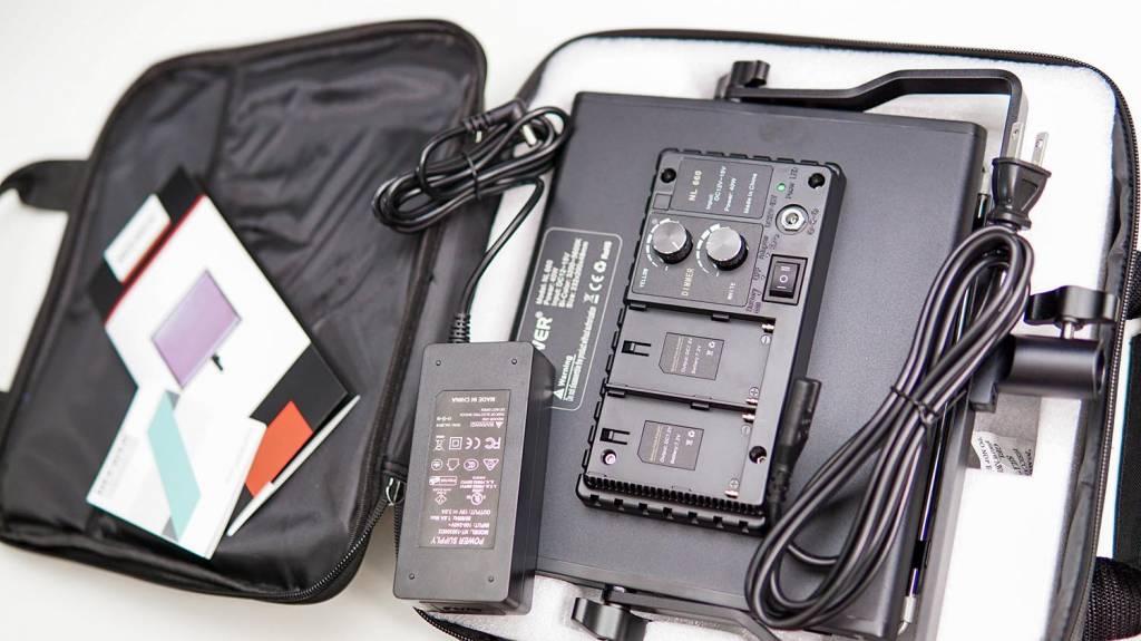 NeewerのLEDライト「NL-660」の同梱物