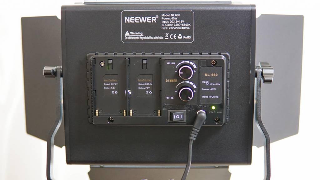 NeewerのLEDライト「NL-660」裏面操作部分