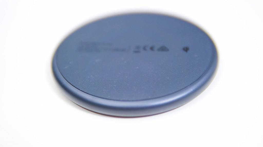 AnkerのQi充電器PowerWave10Pad(改善版)本体裏面