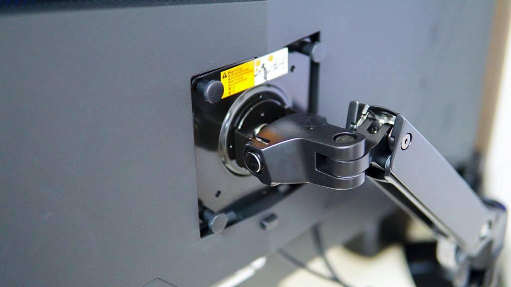 ウルトラワイドディスプレイ JN-VG34100UWQHDRのVESAマウント