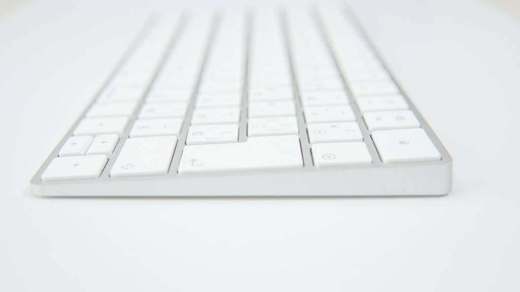 Apple Magic Keyboard [MLA22J/A]側面