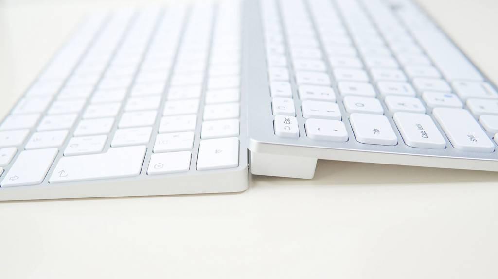 Apple Magic Keyboard [MLA22J/A]とAnkerウルトラスリムキーボードを比較
