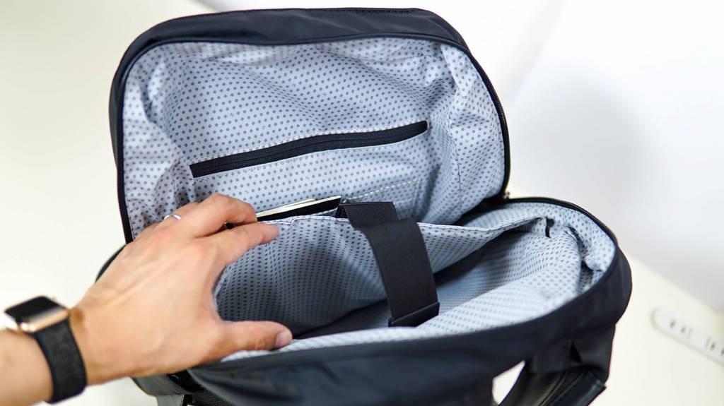 MOLESKINE(モレスキン)バックパック「リップストップ」のPC収納ポケット