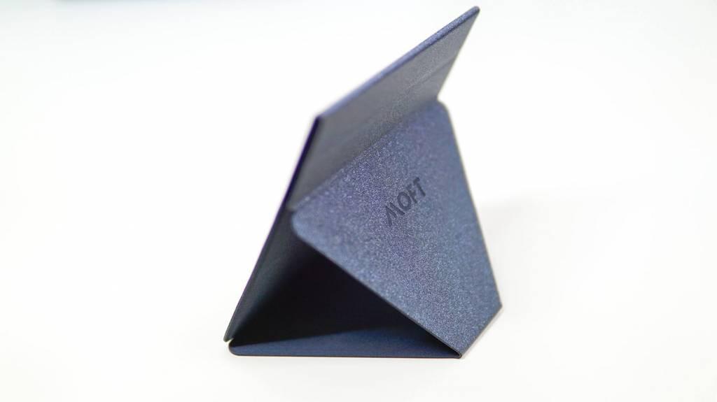 MOFT Xタブレットを立てた状態