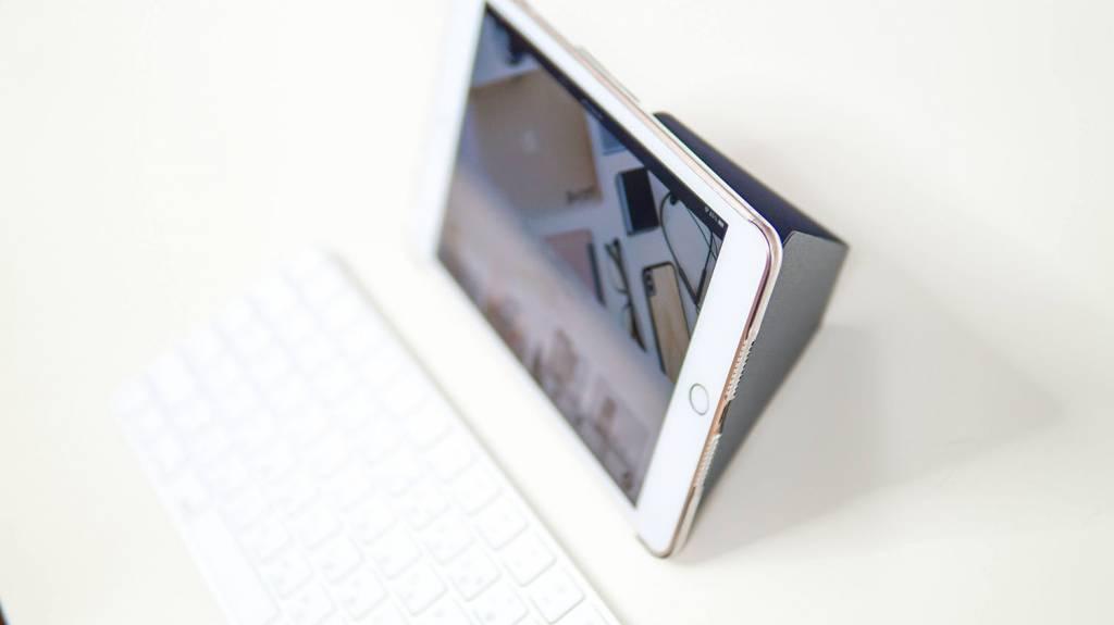 MOFT XタブレットスタンドをiPadmini5に装着して横向きに状態
