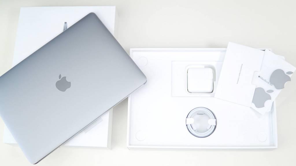 MacBookAirM1(2020)の内容物