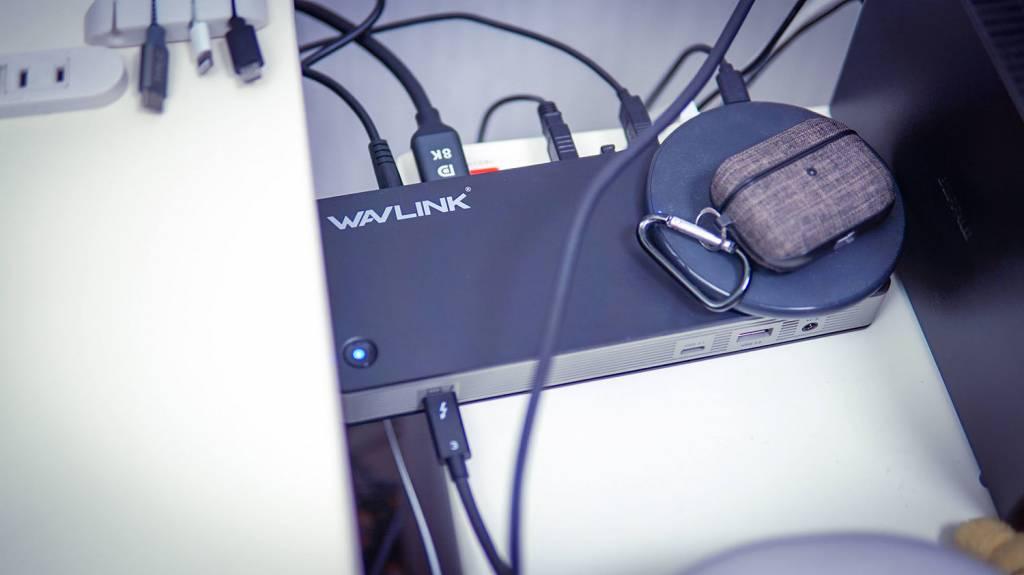 WAVLINKのThunderbolt3ドッキングステーションを配置