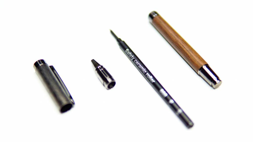 Hacoa+LUMBER:ラウンドボディボールペンをばらした状態