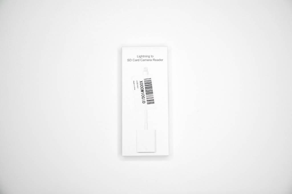 格安のLightning to SDカードリーダーパッケージ表