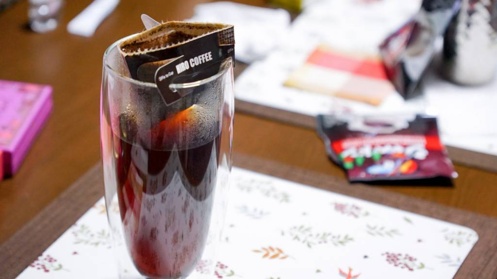 600mlダブルウォールグラスにコーヒーを淹れる