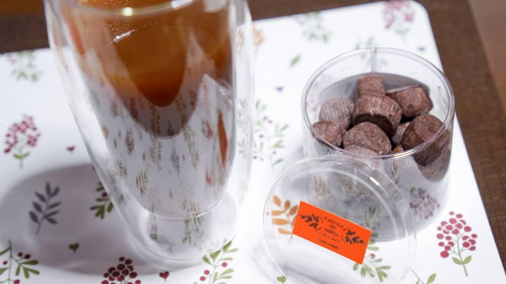 600mlダブルウォールグラスとチョコクッキー