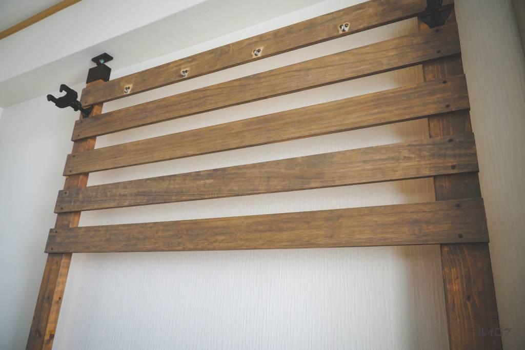 ターナーチャコールグレーで塗装した板