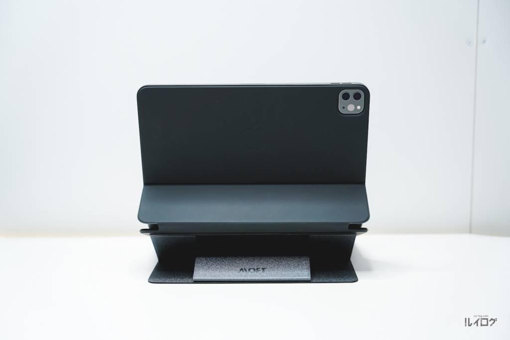 MOFTノートPCスタンドをiPadPro11(第3世代)のSmartKeyboardFolioにつけた状態