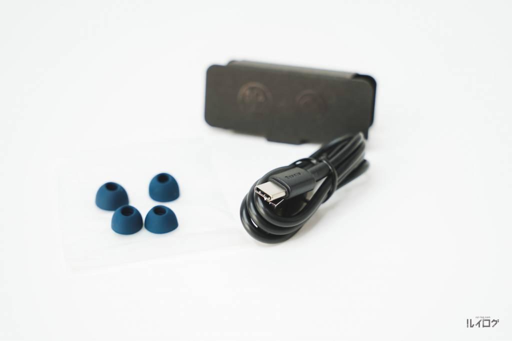 Baseus SiMU S1 Pro同梱のイヤーチップとUSB-Cケーブル