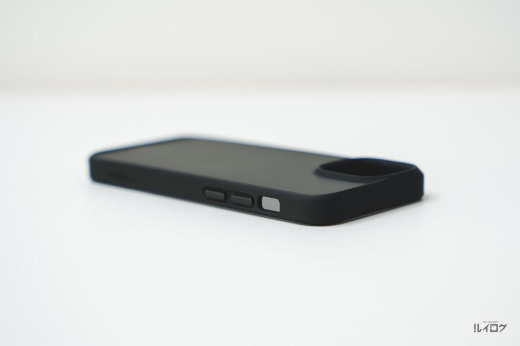 iPhone13miniの耐衝撃性抜群薄型ケース本体側面ボリュームボタン側
