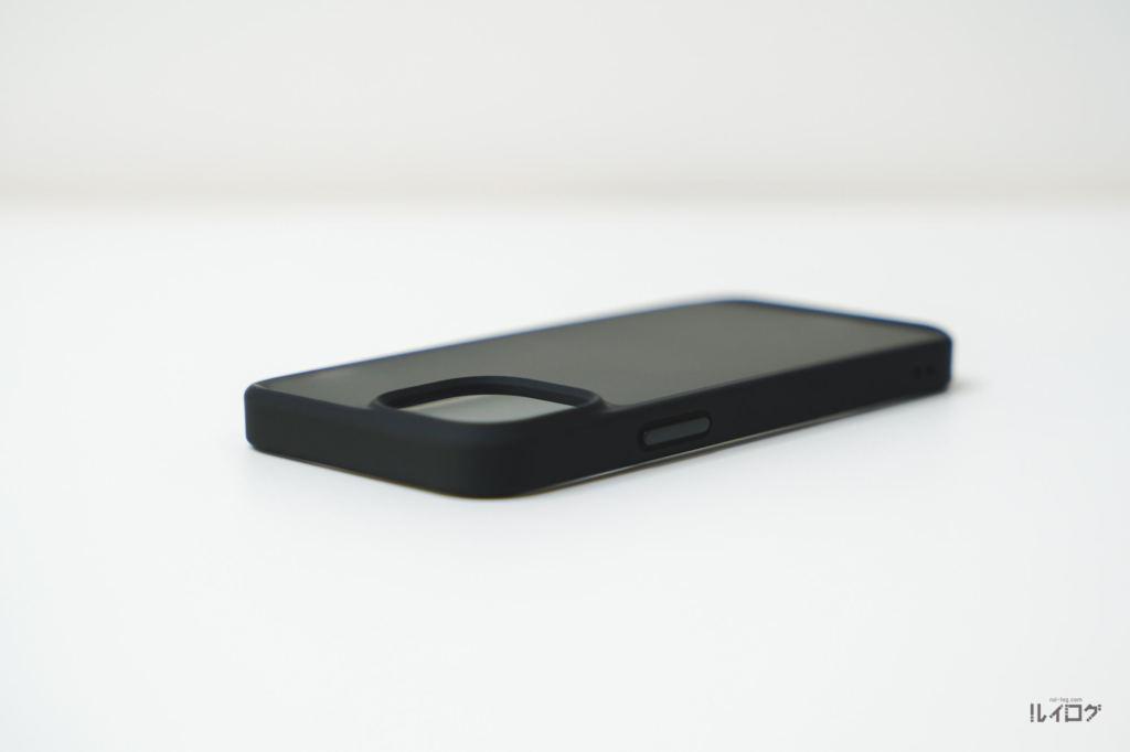 iPhone13miniの耐衝撃性抜群薄型ケース本体上部ロックボタン側とカメラ部分
