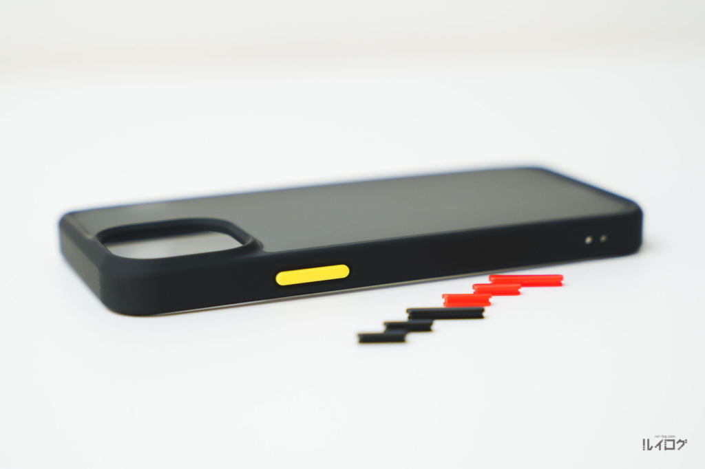 iPhone13miniの耐衝撃性抜群薄型ケースの交換用ボタンを使う