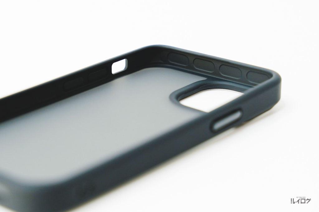 iPhone13miniに耐衝撃性抜群薄型ケースの内側