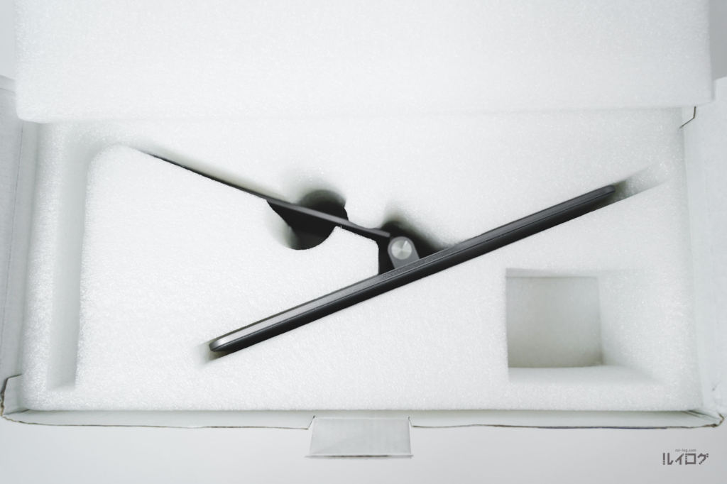 Magnetic iPad Stand - Urbanを開封