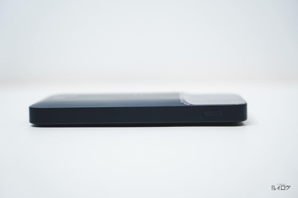 Baseusワイヤレス充電対応モバイルバッテリーの側面