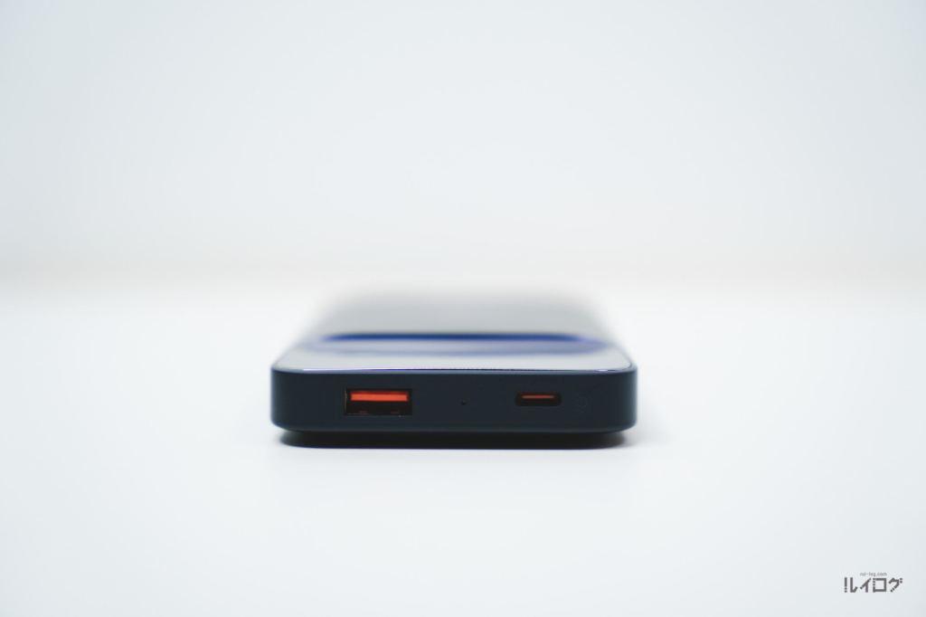 Baseusワイヤレス充電対応モバイルバッテリーの上面