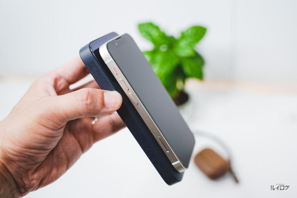 Baseusワイヤレス充電対応モバイルバッテリーでiPhone13miniを充電