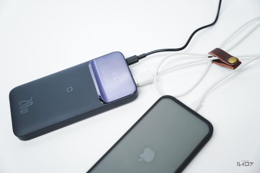 Baseusワイヤレス充電対応モバイルバッテリーでパススルー充電